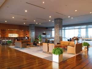小田急ホテルセンチュリーサザンタワー 20Fフロント・ロビー木の温もりを感じるフロアー