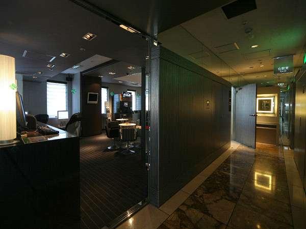 新宿ワシントンホテル新館 落ち着いた雰囲気のリラクジェーションルーム入口♪